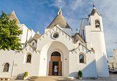 Alberobello: la chiesa di Sant'Antonio, a forma di trullo. Acquista questo poster