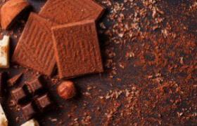 Visita a laboratorio artigianale di cioccolato, a Modica. Per conoscere il cioccolato, niente è meglio che di mettere le proprie mani nella pasta di cacao e realizzare alcune tipiche barrette!
